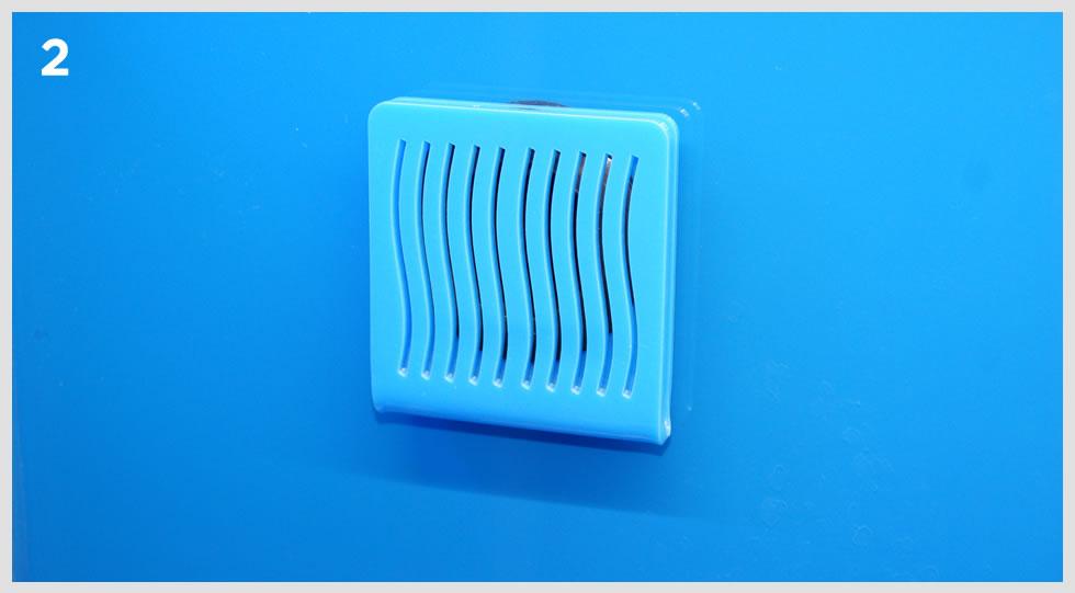 particolare di griglia per discesa acqua in sump esterna